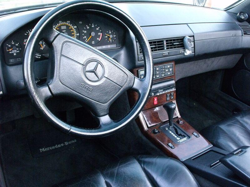 Mercedes_SL_Site_Garage_Artigo_Preta_decada_90_Interior_Painel