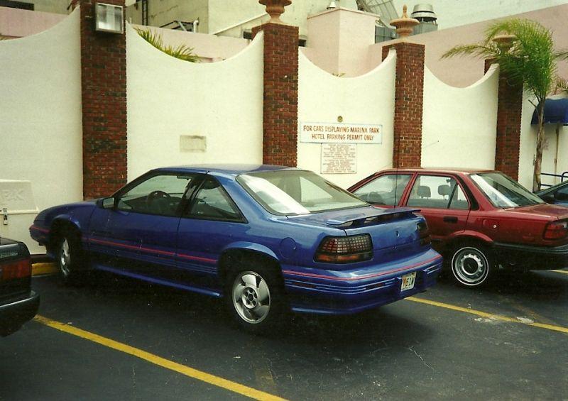 Pontiac_Grand-Prix_Parking_Hotel