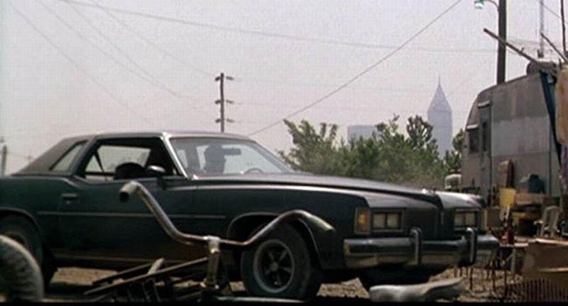 Pontiac_Grand_Prix_in_Kalifornia_1976_Telas_Garage
